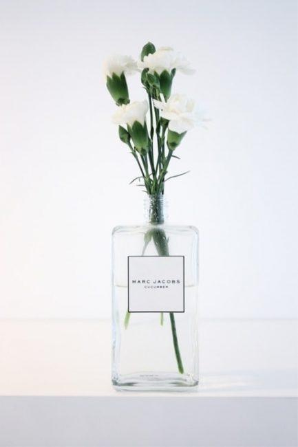 вазу из бутылочки из-под одеколона или духов