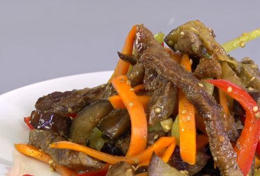 Салат с говядиной и баклажанами.