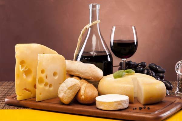Будьте похожи на Сомелье: узнайте, как выбрать вино для пищи!