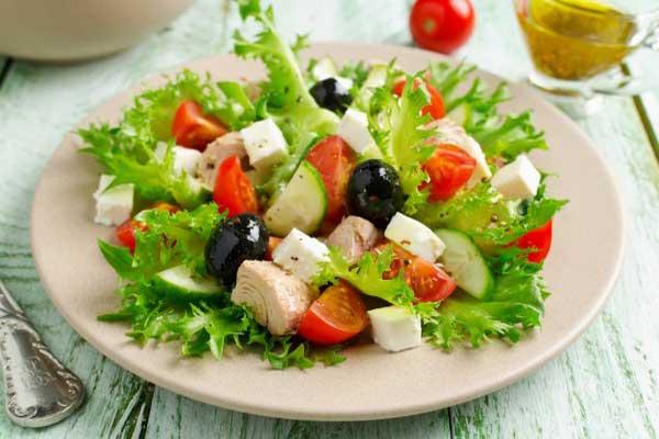 Познакомьтесь с рецептами новогодних салатов, которые вы приготовите за 15 минут