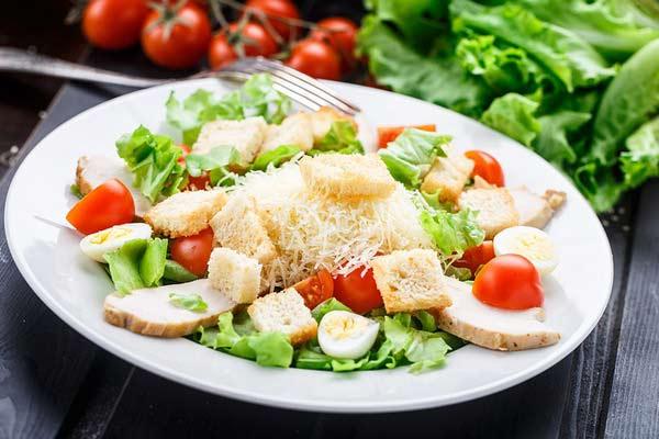 Салат Цезарь — вкусно и полезно