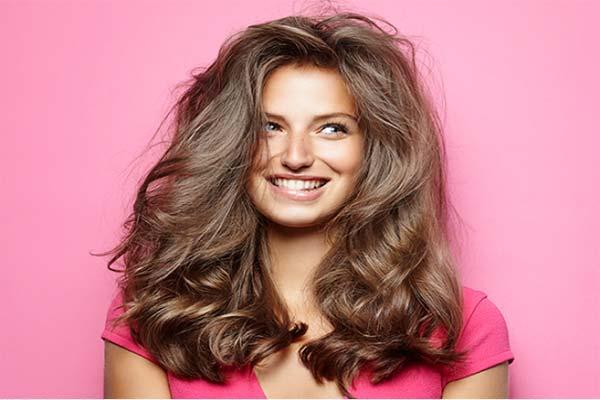 Узнайте 7 причин, почему у вас жирные волосы