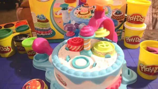 Фабрика пирожных Play Doh