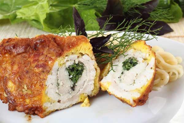 3 рецепта рулета с курицей. Откройте ее вкус к Пасхе!