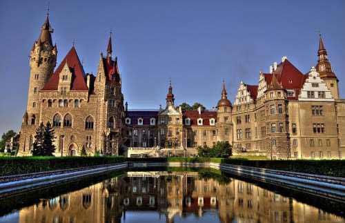 Дворец в Мошне, Польша