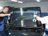 Как заменить лобовое стекло в автомобиле?