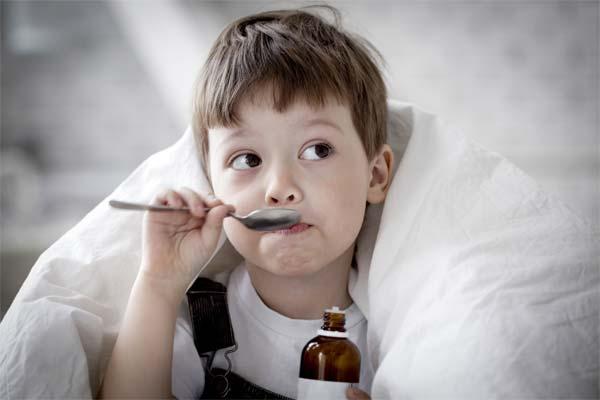 Как облегчить симптомы мокрого кашля у ребенка?