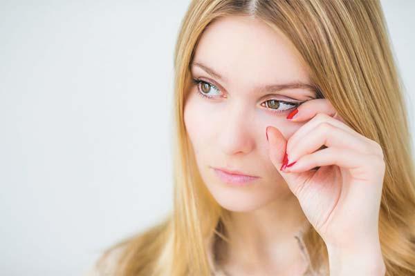 Опухшие веки — причины, симптомы, как избавиться