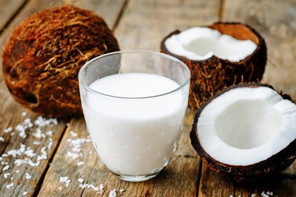 Кокосовое молоко — свойства, противопоказания, применение