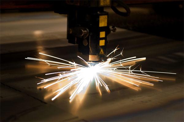 Лазерная сварка металла, нержавеющей стали, титана